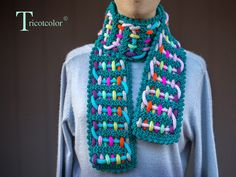 Fun scarf with colorful I-cords. Lots more crazy scarves on Tricotcolor blog.
