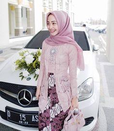 von Ayang Fitri – M Kebaya Modern Hijab, Model Kebaya Modern, Kebaya Hijab, Batik Kebaya, Kebaya Dress, Kebaya Muslim, Batik Dress, Kebaya Pink, Muslim Fashion