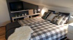 Wnętrza, Sypialnia - sypialnia  na poddaszu  biało -szara:)