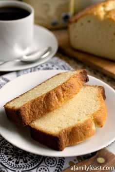 Pound Cake Condensed Milk Pound Cake - A lightly sweet and super moist cake that is perfect for breakfast or dessert!Condensed Milk Pound Cake - A lightly sweet and super moist cake that is perfect for breakfast or dessert! Köstliche Desserts, Delicious Desserts, Dessert Recipes, Yummy Food, Plated Desserts, Dessert Food, Condensed Milk Recipes, Condensed Milk Cake, Think Food