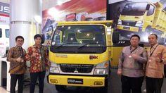 Mitsubishi di Indonesia perkenalkan dua varian baru kendaraan niaganya dalam ajang GIIAS Surabaya Auto Show.