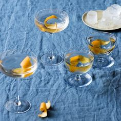A simple and tempting cocktail to get you in the festive spirit - easy cocktail recipes on HOUSE by House & garden Easy Cocktails, Cocktail Drinks, Cocktail Recipes, Alcoholic Drinks, Christmas Cocktails, Bartender, Punch Bowls, Blame, Tableware