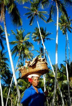 Vendedora de conservas de coco en Playa Medina, una de las playas mas famosas del oriente venezolano