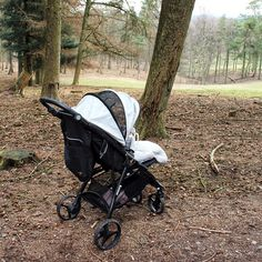 On the road - no matter on what underground, the nikimotion Autofold overcomes all hurdles. As Myleen of shows, a walk in the woods with the smallest ones, is no problem at all. Small One, Walk In The Woods, Hurdles, Small Spaces, Baby Strollers, Vacation, Pram Sets, Baby Prams, Vacations