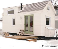 Ma Maison Logique: a stunning, luxe tiny house made in Quebec, Canada.
