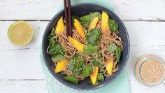Nouilles soba au cresson et à la mangue