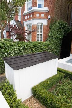 bin storage - bit in your face, but the rest of the garden is nice. Outdoor Storage Bin, Storage Bins, Recycling Storage, Ivy Plants, Indoor Plants, Farm Gardens, Outdoor Gardens, Small Guest Rooms, Small Front Gardens