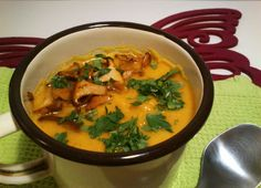 Krem z dyni z kurkami / Pumpkin cream soup with girolles