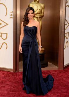 Sandra Bullock/サンドラ・ブロックは、つややかなアレキサンダー・マックイーンのドレス #Oscars #RedCarpet!
