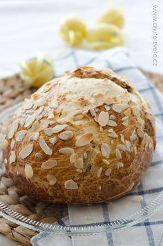 velikonoční mazanec Hamburger, Muffins, Easter, Bread, Breakfast, Food, Muffin, Meal, Essen