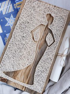 Modern minimalist woman silhouette string art wall decor, gift for bridal shower, wedding or simple birthday gift for special someone. It can be easily hanged vertically using one triangle brass hanger or place it up on a shelf. This minimalist decor will look great in any room you place