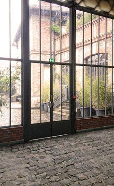 Porte industrielle pour entreprise événementiel dans Paris