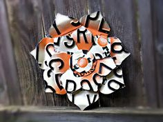 This flower is made from 3 Georgia Peach License plates. This site has other license plate crafts including a butterfly, dragonfly, mailbox and a birdhouse.  License To Craft