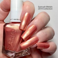 This is Sunrush Metal from Essie - Sunrush Metals - 2019 Collection (4/6) - shimmer -sparkling metallic - opaque in 2-3 coats (depending on your application) - it is visible on a dark and light background - looks good with matte top coat