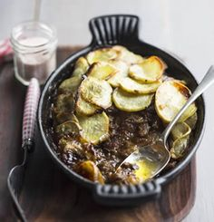 Lancashire Hot Pot with Crispy Sweet Potato Topping / / Week / Banting Recipes, Low Carb Recipes, Real Food Recipes, Great Recipes, Favorite Recipes, Sweet Potato Toppings, Crispy Sweet Potato, Family Meals, Kids Meals