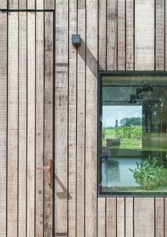 Cedar cladding in varying widths and natural aged grey tone Wood Cladding Exterior, Cedar Cladding, House Cladding, Wood Facade, Wooden Cladding, Exterior Siding, Wood Siding, Detail Architecture, Timber Architecture