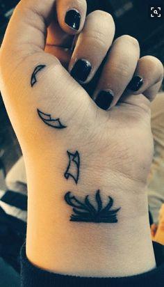 Tweets con contenido multimedia de BIBLIA DE YETAS✨ (@PibasEnvodkadas) | Twitter Miami Ink Tattoos, Simple Guy Tattoos, Small Cool Tattoos, Simple Unique Tattoos, Tattoo Simple, Pretty Tattoos, Small Feminine Tattoos, Cute Tattoos, Awesome Tattoos