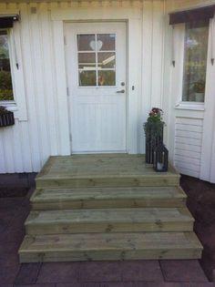 Enkel trappa till ytterdörren