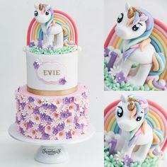 Such a sweet unicorn birthday cake! Rainbow, flowers, fondant unicorn. // #unicorncake #unicornbirthday #unicornparty