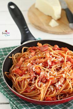 Making Italian Food With Pasta Italian Meat Dishes, Italian Meats, Italian Dinner Recipes, Italian Pasta, Spaghetti All Amatriciana, Pasta Amatriciana, Pasta E Fagioli, Pasta Sauce Recipes, Italy Food