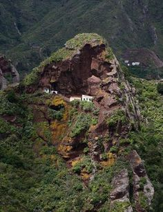 Lugares fascinantes para olvidarse de todo. Travel Around The World, Around The Worlds, Mountain Dream Homes, Spain And Portugal, What A Wonderful World, Andalucia, Spain Travel, Tenerife, Natural World