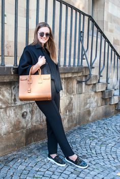 CAPE CONFIDENCE #womenswear #streetstyle #ootd #outfitoftheday