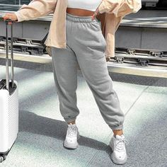 Sport Fashion, Fashion Pants, Fashion Outfits, Travel Outfits, Yoga Sweat, Jogger Pants Outfit, Grey Joggers, Athleisure Wear, Sport Pants