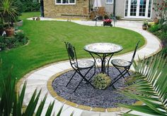 47 Remakable Small Patio Design Ideas On A Budget Patios have always been our favorite place for leisure leisure hours, make sure it barbecuing in the day, sipping cocktails . Read Remakable Small Patio Design Ideas On A Budget Patio Pavé, Circular Patio, Backyard Patio Designs, Small Backyard Landscaping, Patio Ideas, Budget Patio, Landscaping Ideas, Backyard Ideas, Circular Garden Design