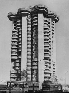 http://fuckyeahbrutalism.tumblr.com/post/135395264575/torres-blancas-madrid-spain-1966-francisco