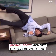 Meme Faces Discover NBC Boss Wants to Revive The Office 30 Rock The West Wing and ER These Michael Scott moments from NBCs The Office will never not be hilarious. Watch this video for endless Steve Carell laughs. Funny Vid, Funny Clips, Funny Jokes, Hilarious, Memes Humor, Office Gifs, Office Jokes, Funny Office Memes, Office Fan