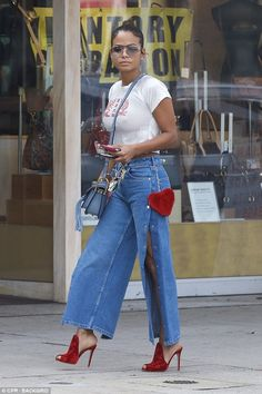 Christina Milian flaunts her chest in skintight T-shirt The was spotted running errands in a skintight T-shirt while wearing no bra. Christina Milian, Black Girl Fashion, Denim Fashion, Look Fashion, Fall Fashion, Chic Outfits, Girl Outfits, Fashion Outfits, Womens Fashion