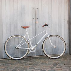 Pashley Aurora Bike - love the frame shape of this and the colours of their other bikes. Don't have a need for this type of bike tho' but wouldn't it be lovely.