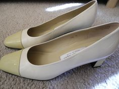 Cream Etienne Aigner high heels / spectators / leather / patent leather / white and yellow vintage 1980s pumps / size 7 Perfect for those holiday parties!