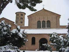 Sant'Apollinare in Classe in bianco @Living Ravenna by Turismo Emilia Romagna, via Flickr