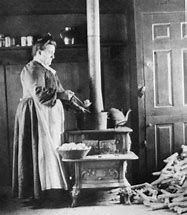 Cooking on a cast iron cook stove, Pennsylvania, circa Credit: Courtesy of Schwenkfelder Library and Heritage Center, Pennsburg, Pa. Vintage Pictures, Old Pictures, Old Photos, Old Kitchen, Vintage Kitchen, Old Stove, Cast Iron Stove, Cooking Stove, Healthy Soup Recipes