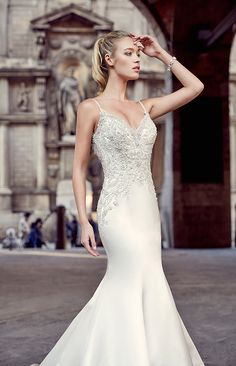 From the new 2017 Milano collection, the MD212 brings out the sexy elegance any bride needs. With a mermaid silhouette and a sexy low back, all eyes will be on you. The top has the most elegant beading and the buttons in the back go all the