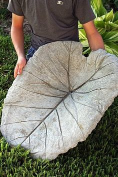 Great tutorial with pics.... leaf casting; can use as a bird bath, could try to make it into a side table or put on coffee table and fill with balls