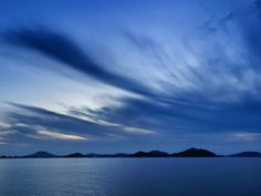 ( Evening Now at Hakata bay in Japan) 17 July 19:42 夜の帳(とばり)が下りてくる博多湾です。