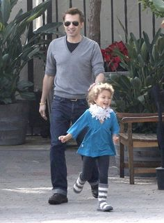 Olivier Martinez Photo - Halle Takes Olivier & Nahla Out For Lunch