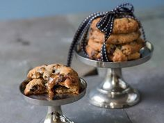 Oat, Toffee, and Chocolate Chip Cookies | Delicious chocolate chip cookies with a gooey caramel center.