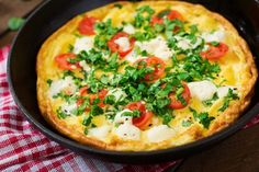 Omelet with tomatoes, parsley and feta cheese in pan By Timolina¡¯s photos , Salami Recipes, Lunch Recipes, Italian Lunch, Egg Ingredients, Wheat Bread Recipe, Frittata, Omelet, Boiled Chicken, Walnut Recipes
