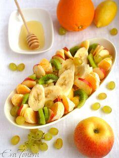 Екзотична плодова салата с мед и ананас