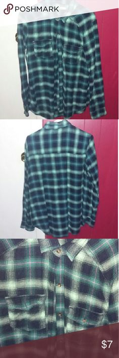 Flannel Long Hollister flannel in perfect condition. Great for wearing with leggings Hollister Tops