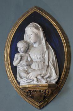Luca Della Robbia  (Florence, 1400 - 1482):  Virgin and Child  (ca. 1460, terra cotta and white enamel majolica, 44 x 29 cm  Musée italien – Salle des sculptures)