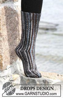 """Calcetas (medias) DROPS tejidas de costado en punto jersey con """"Fabel"""" ~ DROPS Design"""