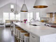 Interior Design by Barbara Waltman | Architecture by Matthew Sapera | Goodman Hanging Lights and Square Tube Chandelier by Visual Comfort & Co. #stunningkitchendesign #whitekitchen #Nantucket #marble