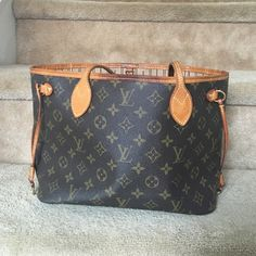 Louis Vuitton neverfull Authentic neverfull PM. Absolutely nothing wrong with this bag other than regular use! This bag has been AMAZING to me I just want to get an MM or GM now that I know how perfect the neverfull is! Make an offer but please no low balls! Louis Vuitton Bags Shoulder Bags