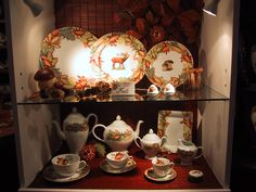 "collection ""autumn leaves"" plates , cups and saucers, coffee or tea sets... and lovely accents in Limoges porcelain"