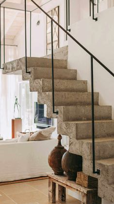 A Portuguese house renovated in natural tones PLANETE DECO a homes world Concrete Staircase, Staircase Railings, Stairways, Banisters, Staircase Outdoor, Home Interior Design, Interior Architecture, Interior And Exterior, Concrete Architecture