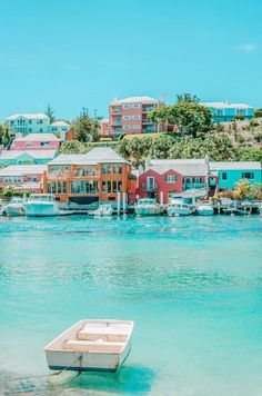 Bermuda Travel Guide: These are the things to do and see in Bermuda. Bermuda Travel, Cruise Travel, Places Around The World, Oh The Places You'll Go, Places To Visit, Dream Vacations, Vacation Spots, Beautiful Places To Travel, Belleza Natural